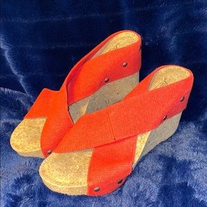 ❤️LUCKY BRAND. WEDGES. RED TWO-FABRIC STRAPS. CORK
